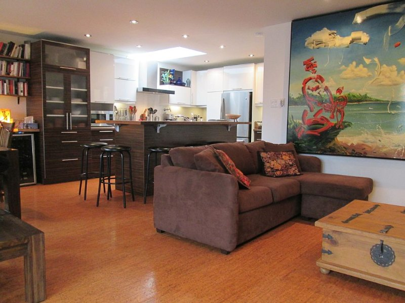 CHARMING AND COSY 6 PEOPLE IN AN ENTERTAINING, FRIENDLY AND SAFE NEIGHBORHOOD, vacation rental in Montreal