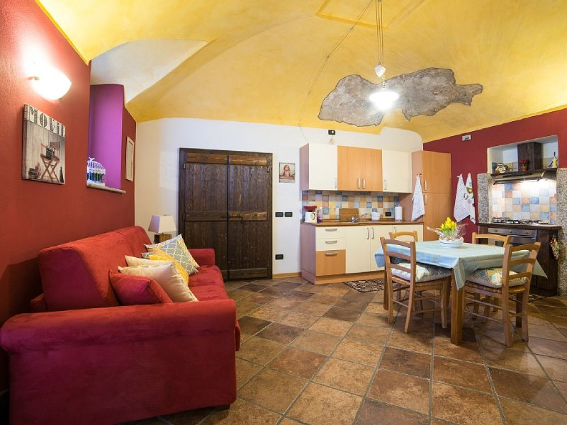 CORTE alla ROCCA - WELCOMING APARTMENT in ARONA LAKE MAGGIORE, alquiler de vacaciones en Arona