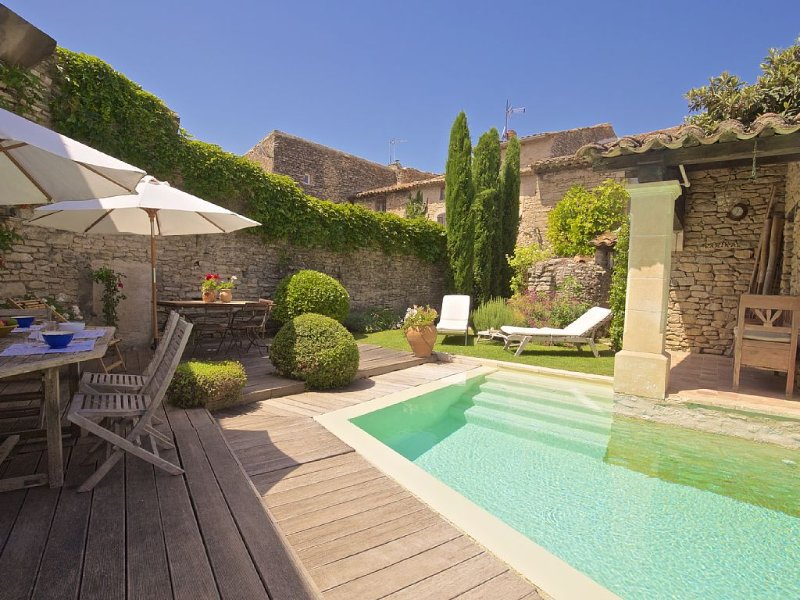 Provence Goult - Idyllic pool and roof terrace in stunning home, central Luberon, aluguéis de temporada em Gordes