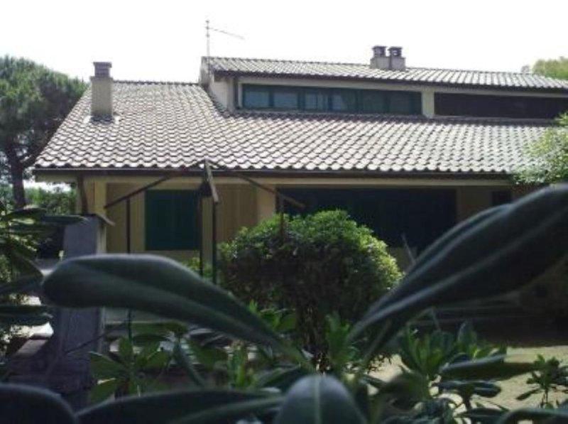 Casa con giardino ad un passo dal mare della giannella, holiday rental in Albinia