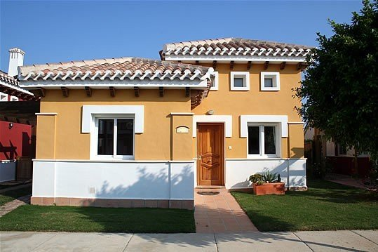 Luxurious 2 bed 2 bath villa with private pool, large garden and golf- nr to sea, location de vacances à Torre-Pacheco