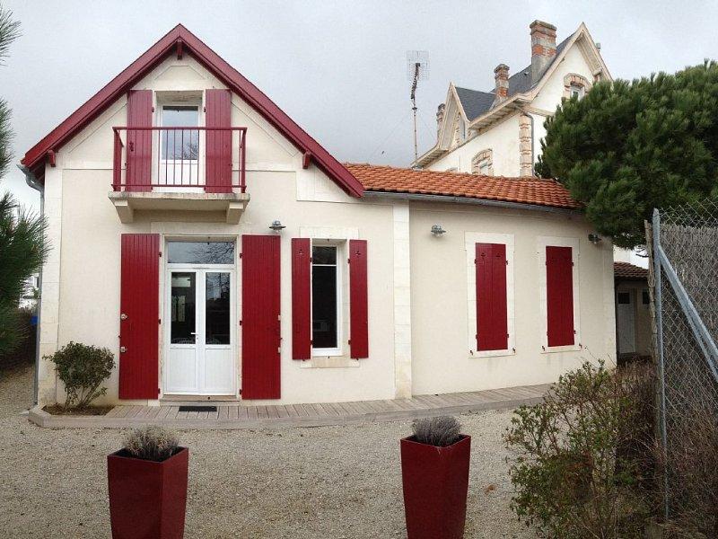 Royan: Jolie villa à Pontaillac. Typiquement royannaise, entièrement rénovée., holiday rental in Royan