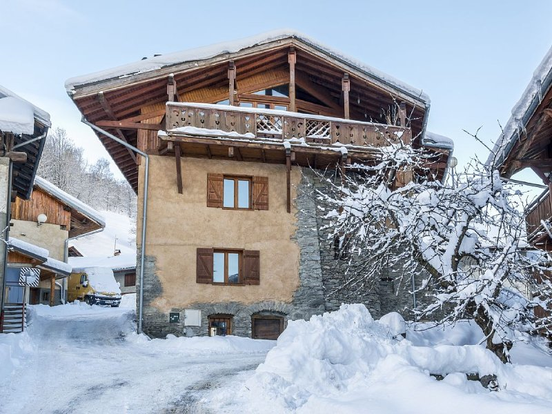 Catered Ski Chalet: 260 year old Farmhouse With Stunning Mountain Views, location de vacances à Montchavin