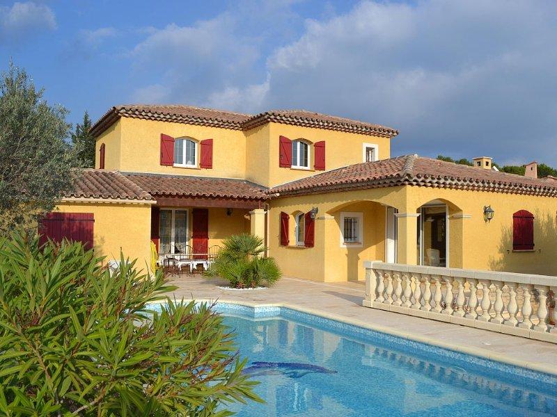 TRES BELLE VILLA PROVENCALE CONTEMPORAINE AVEC PISCINE, location de vacances à Lorgues