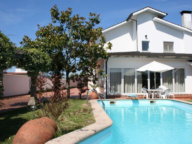 Lovely luxury villa with private swimming pool, gardens and orchard., vacation rental in Vila Nova de Cerveira
