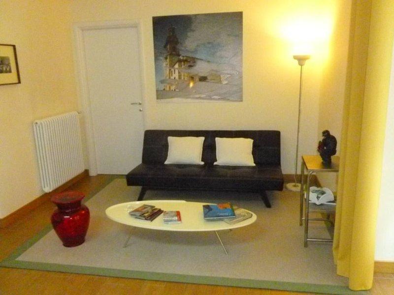 Loft indipendente completamente ristrutturato per vacanza e lavoro nel centro di, vacation rental in Gassino Torinese