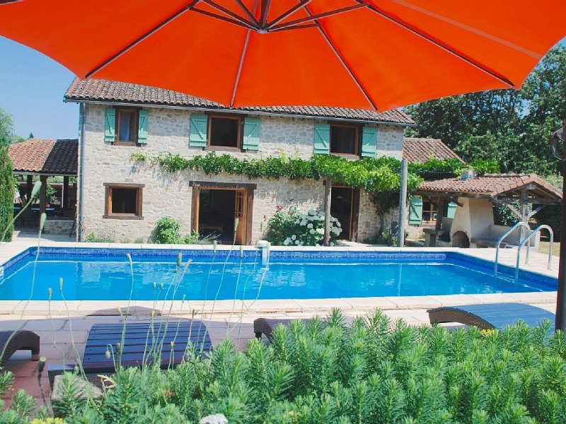 Gorgeous, quality stone house set in Perigord national park, with private pool, vacation rental in Pageas