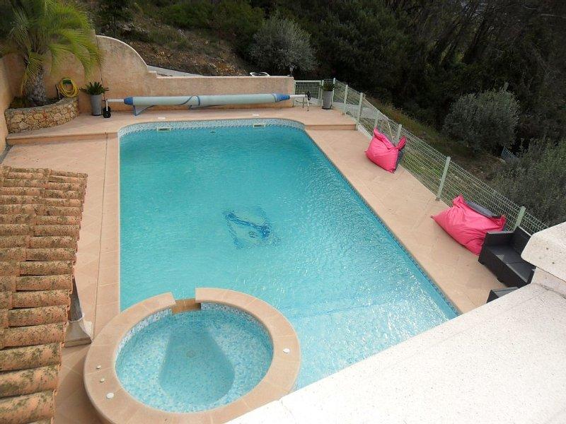 Superbe villa en Provence Vue imprenable Piscine  Jaccuzi chauffés mai à octobre, location de vacances à Vidauban