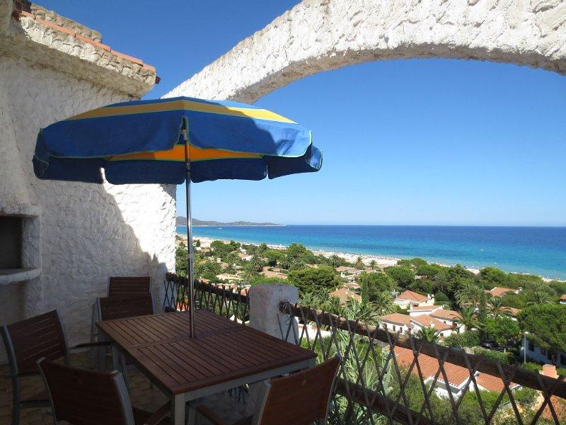 Ampio appartamento panoramico, splendida vista mare., vacation rental in Costa Rei
