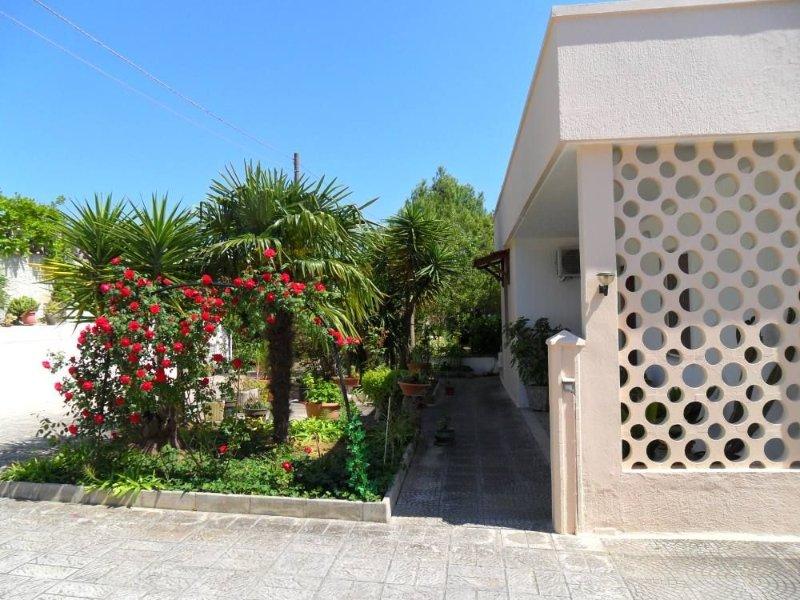 Otranto - Uggiano La chiesa Casa con giardino immersa nel silenzio e nella pace, aluguéis de temporada em Porto Badisco