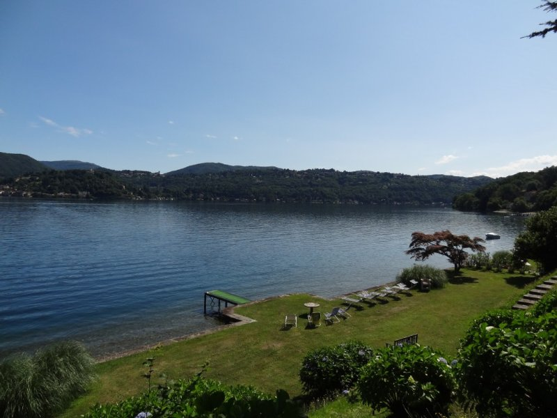 Charming Villa with secular park in front of the lake. Free canoes,bikes, bbq..., vacation rental in Quarona