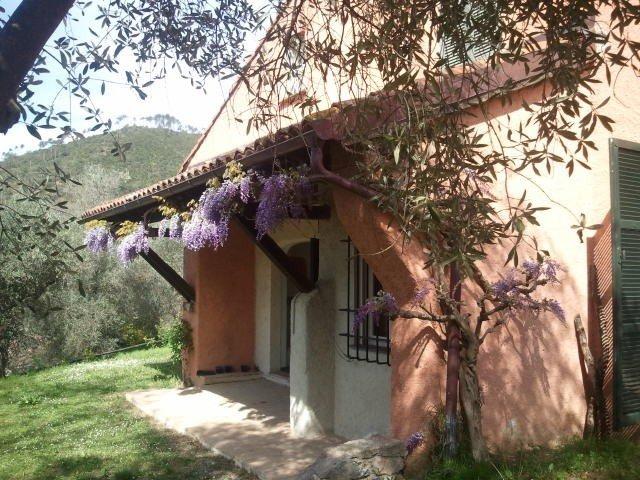 Garlenda  golf Villa con giardino  5 km da spiaggia di Alassio, holiday rental in Cantone