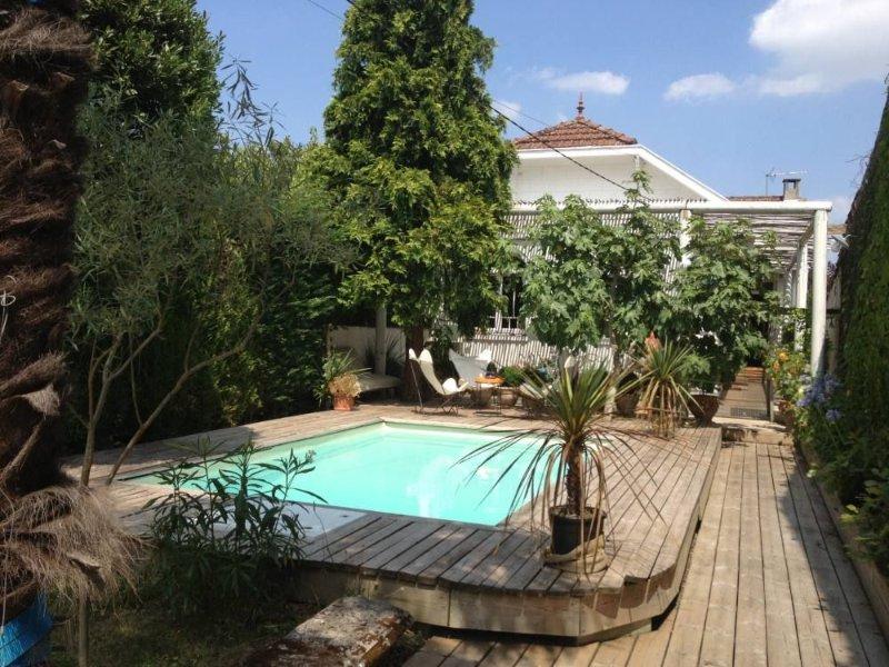 Maison de type Arcachonnaise à Bordeaux Caudéran., casa vacanza a Saint-Medard-en-Jalles