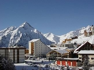 Two Bedroom Apartment 50 Metres from the Slopes with Stunning Alpine Views, holiday rental in Les Deux-Alpes