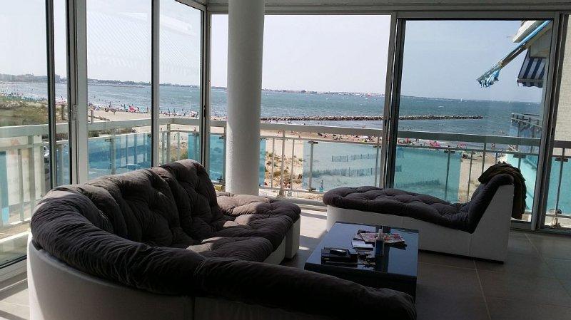 Splendide Appartement 115m2 vue mer 1ère ligne, vacation rental in Le Grau-du-Roi