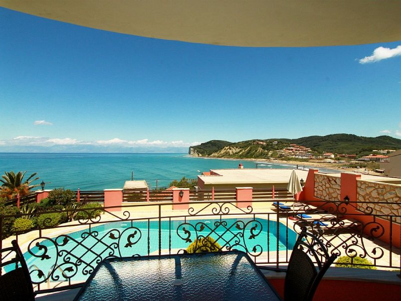 SAN STEFANOS NW CORFU VILLAS IN THE BEACH....................................., holiday rental in Avliotes