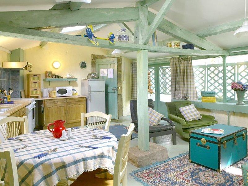 Le Petit Pavillon de La Gaudane avec jardin et piscine dans Cordes sur Ciel même, vakantiewoning in Vindrac-Alayrac