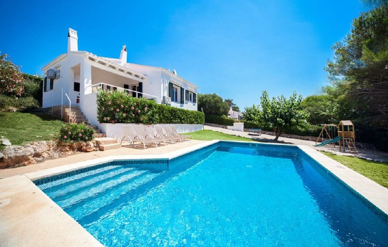 LOVELY VILLA BINIBECA SLEEPS 6, WIFI, AC, POOL, CHILDREN'S PLAYGROUND, SEA VIEWS, holiday rental in Biniancolla