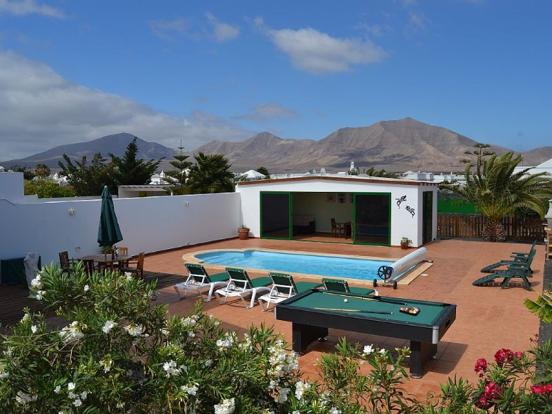 Summer House w/BBQ/Heated Pool/Pool Table/Private Parking/Bed Linen/High Chair – semesterbostad i Lanzarote