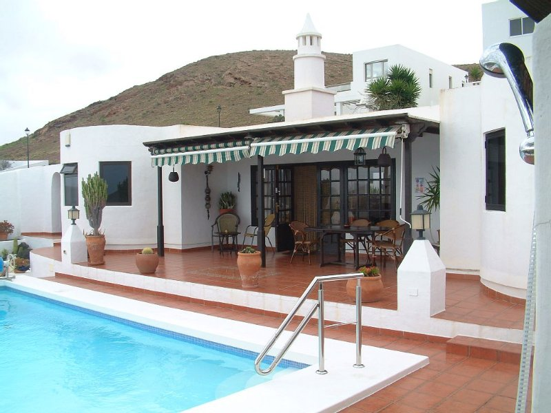 Luxury villa with pool and spectacular panoramic sea and mountain views, vacation rental in Nazaret