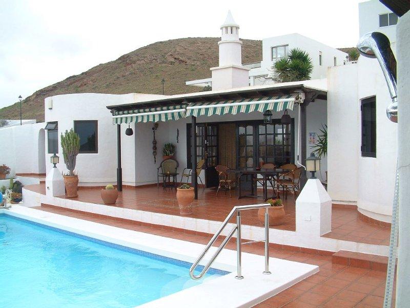 Luxury villa with pool and spectacular panoramic sea and mountain views, aluguéis de temporada em Teseguite