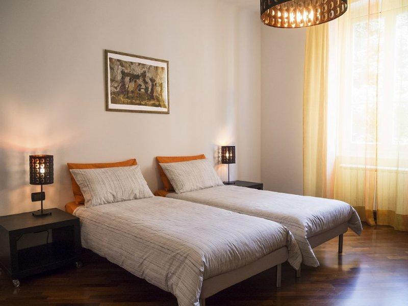 Ad Albaro (Arbâ), a due passi dal centro, nel verde delle Ville storiche genoves, holiday rental in Genoa