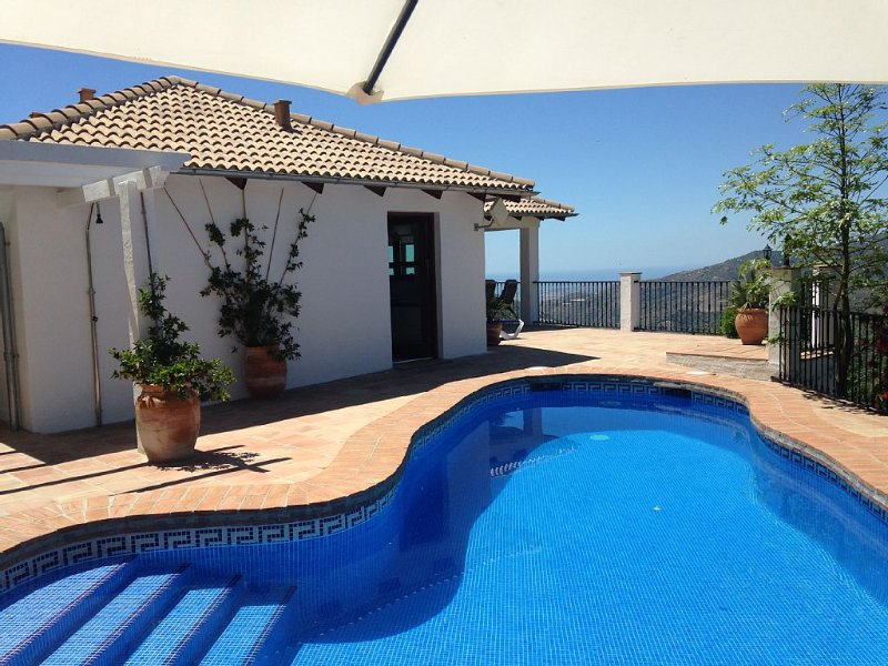 Villa with Private Pool. Peaceful Location. Stunning Views. Close to Competa. – semesterbostad i Competa