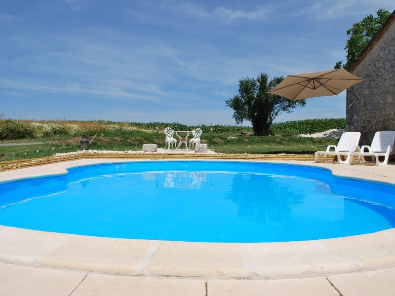 Detached Rural barn retreat set in open farm land -with private pool, vacation rental in Saint Julien d'Eymet