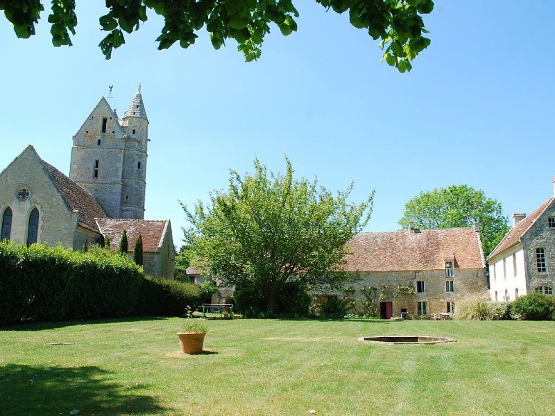 Amazing Presbytery + unshared Pool and private garden - Beach and garden, location de vacances à Fresne-la-Mere
