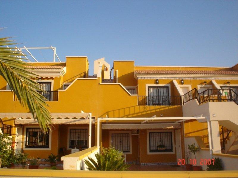 Modern luxury furnished apartment with fantastic views, location de vacances à El Altet