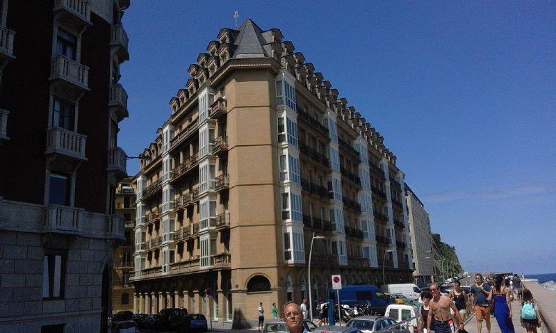 Precioso apartamento en edificio de alto standing  en el corazon de la ciudad, alquiler vacacional en San Sebastián - Donostia