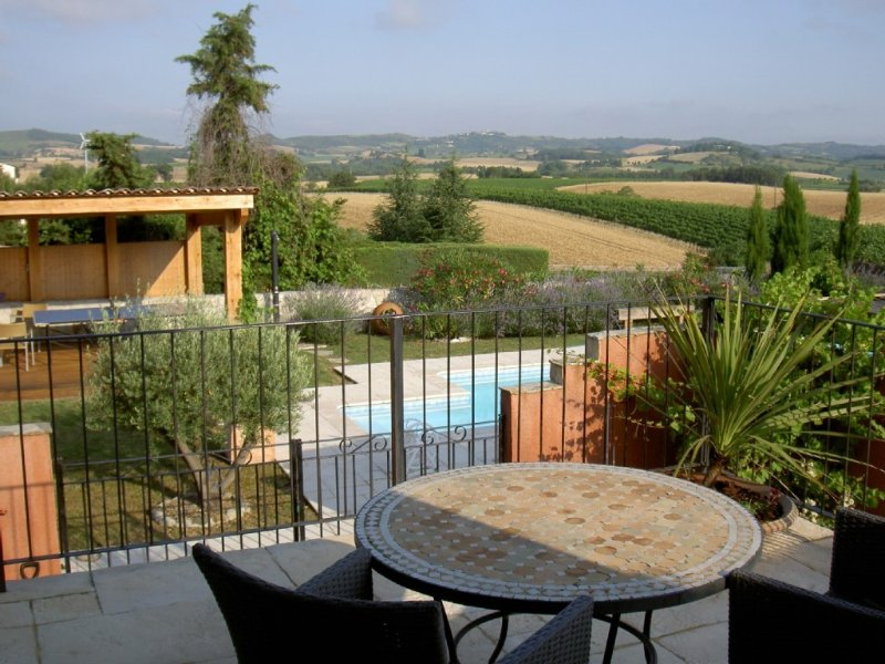Spacious & Airy Village House with Large Garden and Private Pool, holiday rental in Villelongue-d'Aude