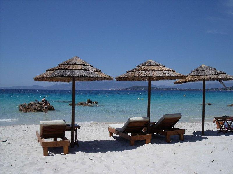 villa floor NINE F3 in Porticcio in secured domain in 2 min beaches, location de vacances à Corse-du-Sud