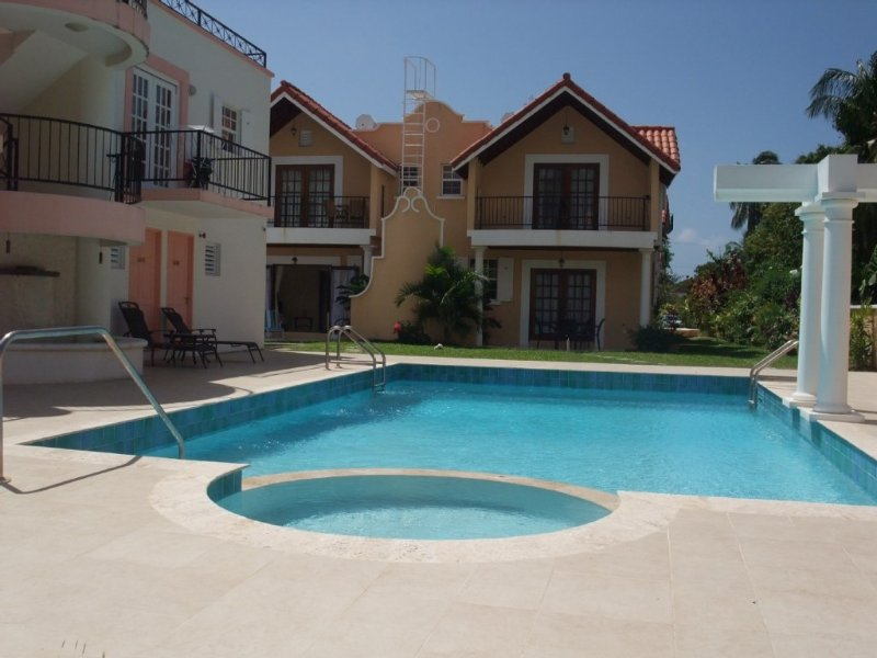 Luxury one bedroom ground floor apartment with swimming pool and gardens, vacation rental in Christ Church Parish