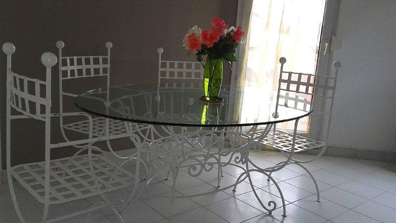 Promo!!! T3 de 66m² 2 chambres  avec jardin et parking, 3mns de la Part Dieu, holiday rental in Bron
