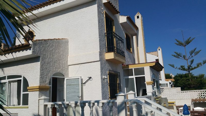Situated in a friendly community, perfect for families + one pet allowed., vacation rental in Torrevieja