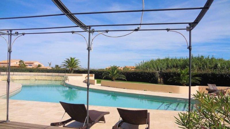 Résidence de standing***** - Vue face sur Piscine et Mer., aluguéis de temporada em Saint-Cyprien