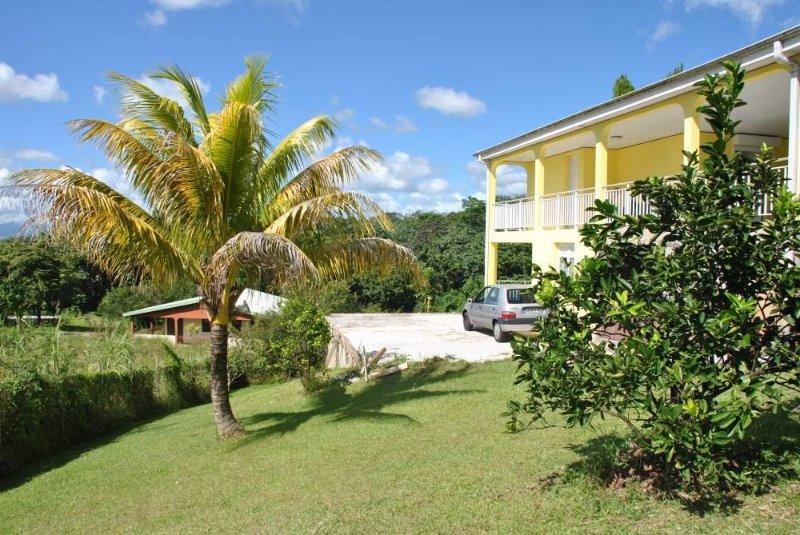 Bas de Villa Proche de la Plage avec Vue Splendide, vacation rental in Riviere-Salee