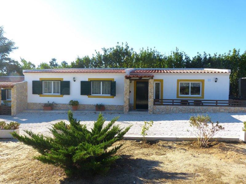 Quinta das Hortênsias - Moradia T2 e alojamento temporário, Ferienwohnung in Samora Correia