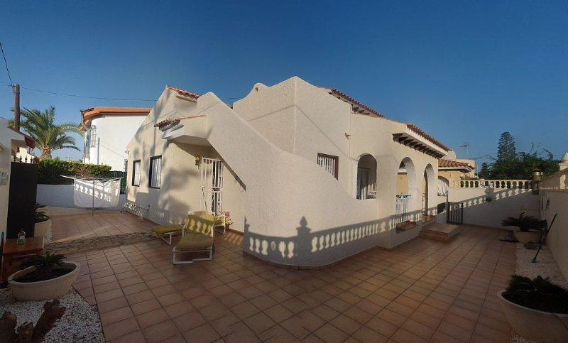 Super luxury 4 bed detatched villa, holiday rental in Bolnuevo