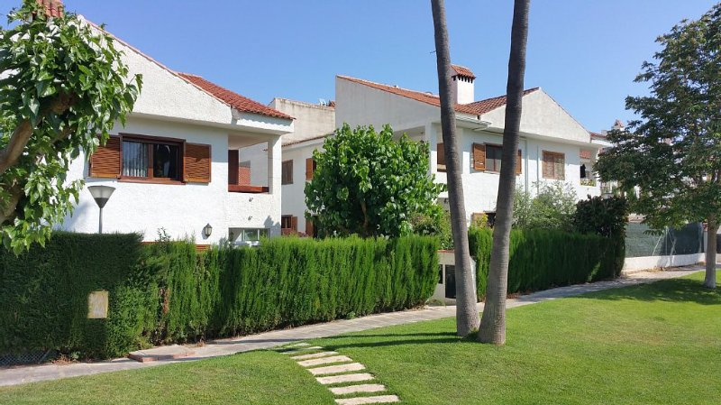 quiet house in landscaped area near beaches and mountains, vacation rental in Polop