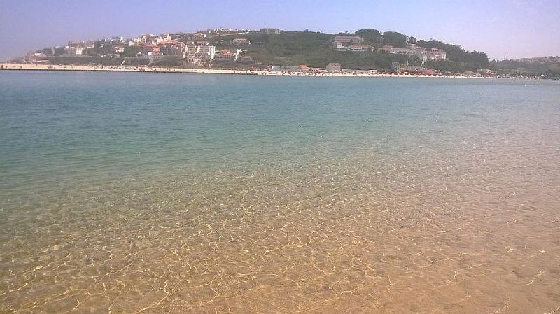 Apetece um mergulho?Uma praia com agua cristalina e sem confusão.