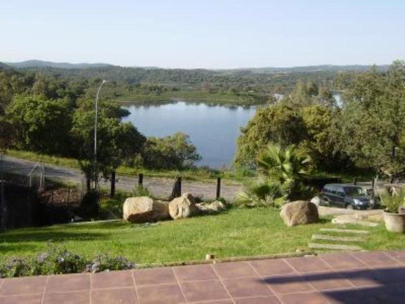 Casa con Encanto - La mejor de toda la zona  . Lea comentarios de huéspedes -, vacation rental in Santa Olalla del Cala
