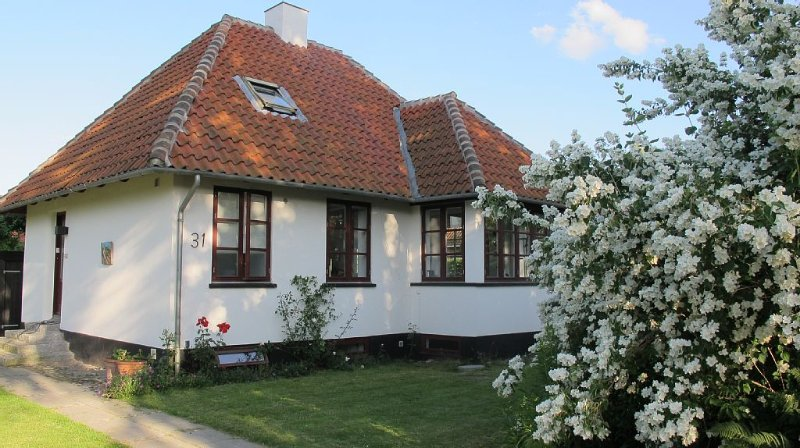 Villa, suburban with 3 bedrooms, sleeps 4, 2 bath – semesterbostad i Birkerod
