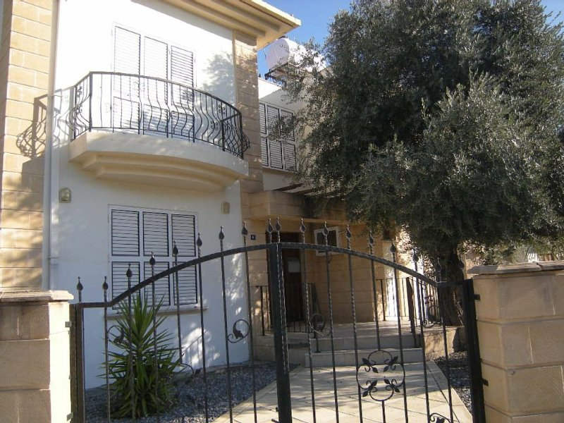 Spacious Villa sleeps 6,Wi Fi,Private Pool, Mountain Views,Kyrenia, vacation rental in Ozankoy