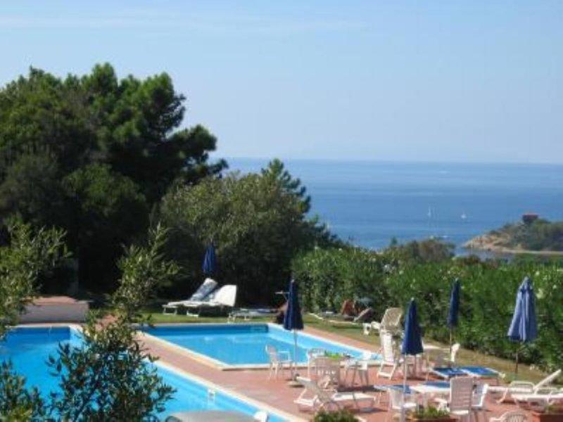 Appartamento con balcone con vista panoramica, holiday rental in Biodola