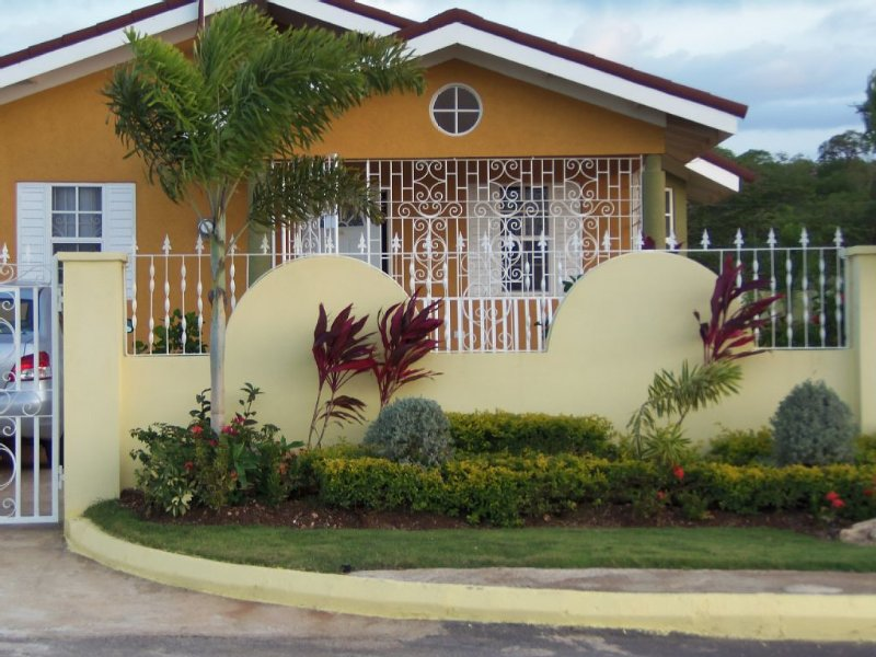 An Affordable 'Real Jamaican Experience' Vacation in Falmouth, vacation rental in Trelawny Parish