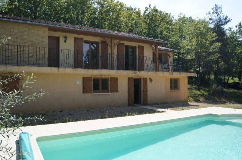 Belle maison, pas de voisins et jolie vue, 5 km (Castelnaud, Beynac, Domme), casa vacanza a Saint-Cybranet