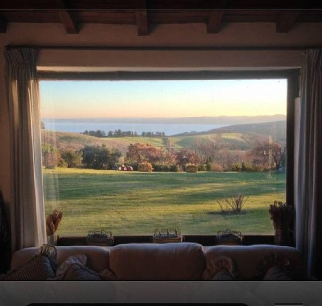Casale con piscina  con splendida  vista lago di Bracciano., holiday rental in Trevignano Romano