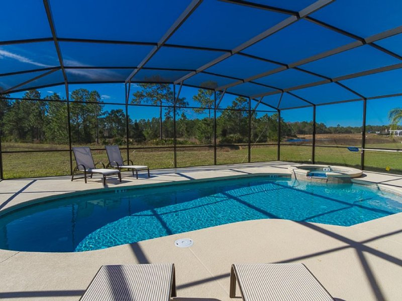 Luxury Villa, South West Facing Pool/Spa And Deck For All Day Sunshine!, vacation rental in Davenport